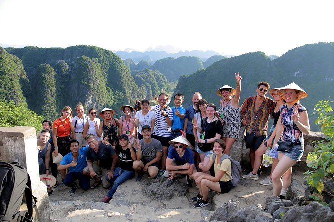 Hoa Lu - Tam Coc - Mua Cave - Cuc Phuong nationalpark 2 dagar 1 natt (sic)