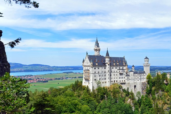 VIP tour to the royal castles Neuschwanstein and Linderhof from Munich