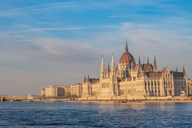 Private Transfer from Vienna to Budapest with 2 Sightseeing Stops