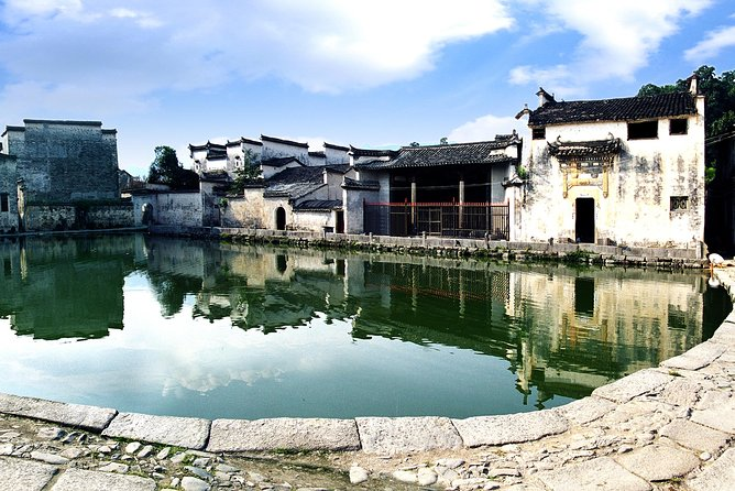 SIC Morning half day tour-Hong Village In Traditional Chinese Painting