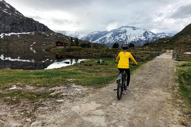 Spectacular e-bike trip to the mountainpass over Flo