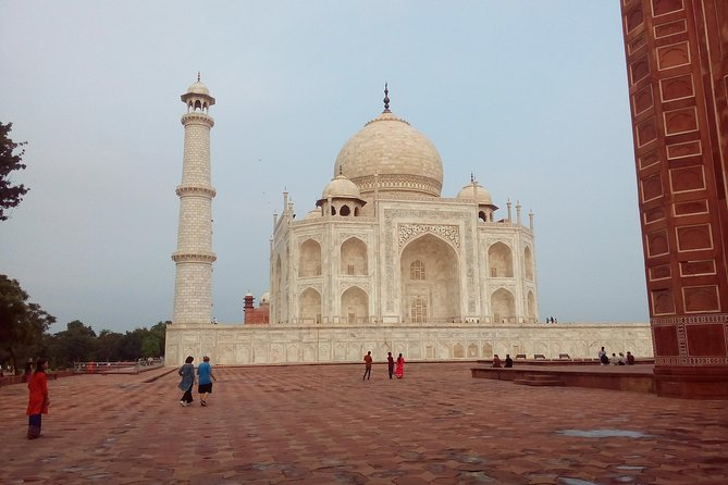 same day Taj Mahal trip from Delhi by car