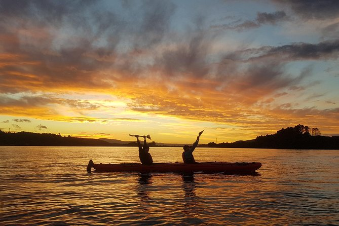 Lake Rotoiti Evening Kayak Tour including Hot Springs, Glowworm Caves and BBQ Dinner photo 3