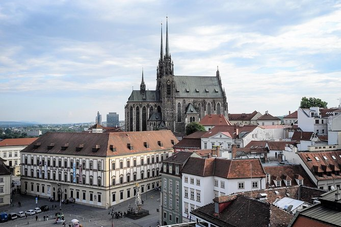 Private Transfer from Prague to Brno with 2 Sightseeing Stops