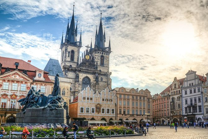 Private Transfer from Brno to Prague with 2 Sightseeing Stops
