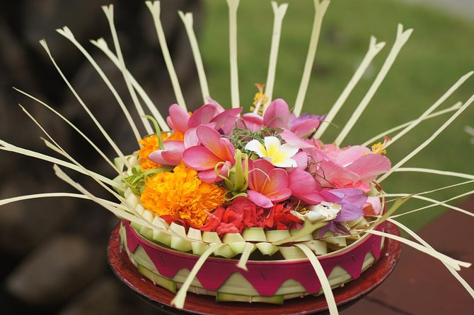 Bali Shanti Making Daily Balinese Offering