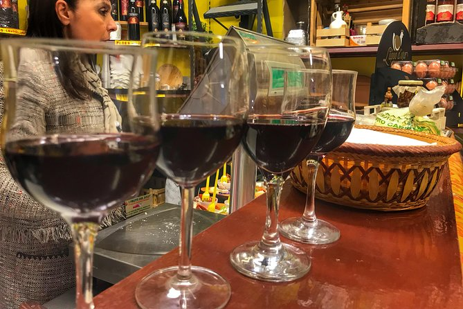 Naples by Night Food Tour with Wine Tasting & Visit of Decumani and Ancient City