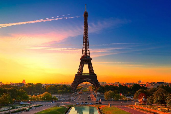 Skip the ticket desk line : Eiffel tower by elevator and Seine river cruise