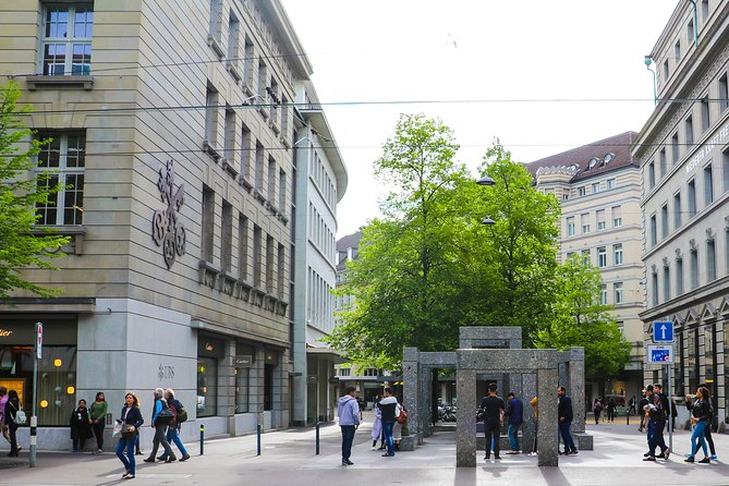 Discover the Zurich banking scene
