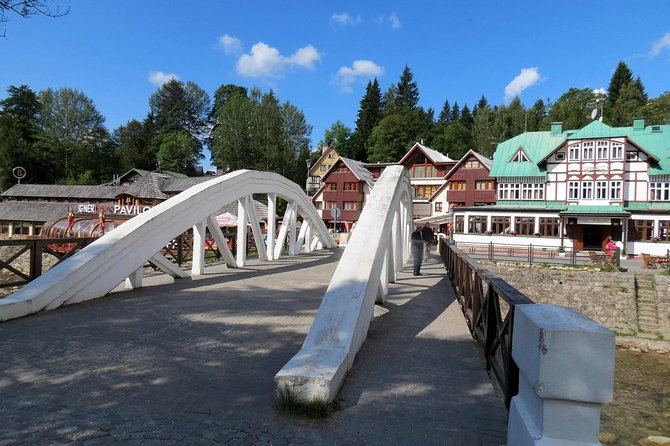 Private Transfer from Prague to Spindleruv Mlyn with 2 Sightseeing Stops