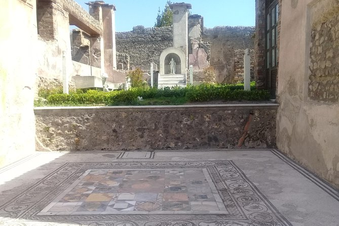 Pompeii-Herculaneum and The Archaeological Museum with Guide -skip the line