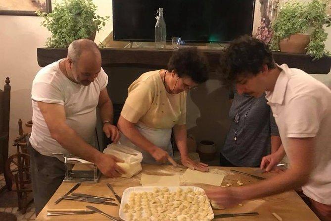Let's learn to make the Orecchiette with Nonna Tetta