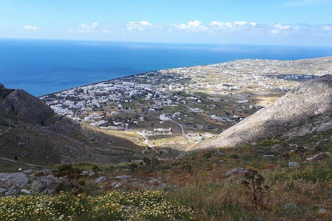 Discover the southeastern coast of Santorini