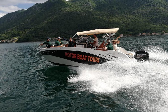 Exclusive Boat Tour - 6 to 7 hours