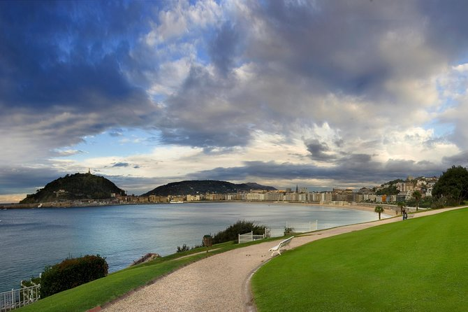 San Sebastián city tour with pintxo introduction