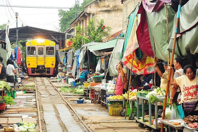 Amphawa Floating Market Tour stopover Maeklong Railway Market (Multi Languages)