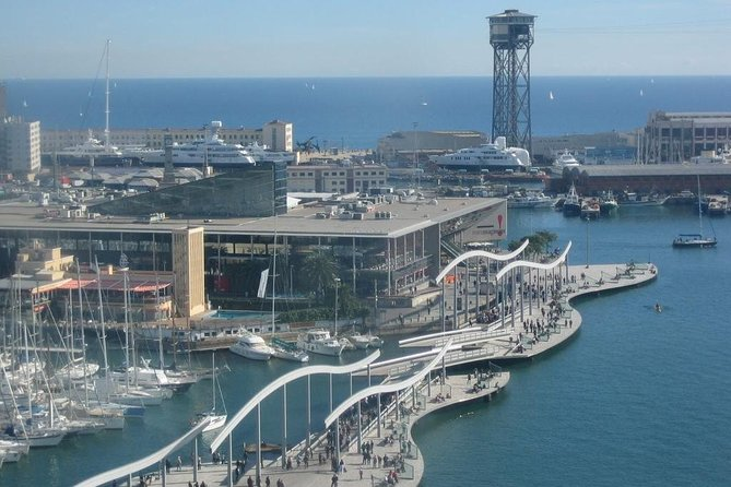 Barcelona Tour Contrasts 4 hours -Reduced group pick up hotel from Barcelona