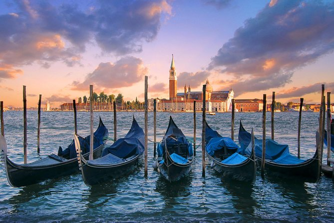 Private Tour: Venice Gondola Ride with Serenade photo 4