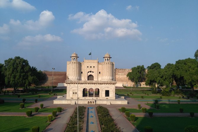 Pakistan Guided Tours offer all kind of tours , Let us Explore Lahore with us.