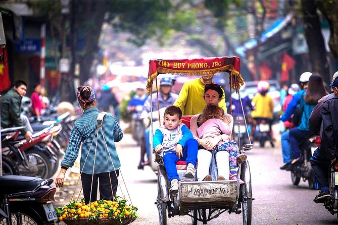 Hanoi Cyclo and Water Puppet Show with Dinner Private Tour