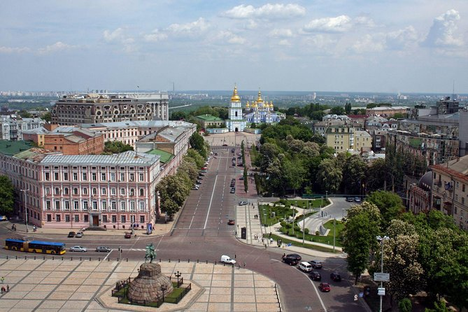 Quintessence of Kiev in dynamic tour by car