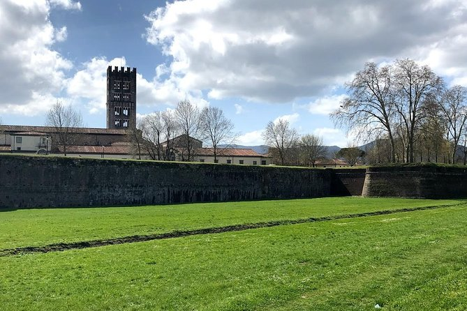 Lucca Private Walking Tour including Delicious Tasting