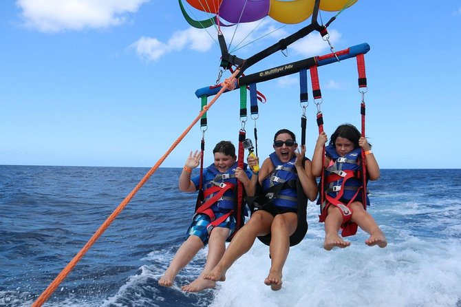 Coral Island - Viagem de meio dia saindo de Pattaya com almoço e parada para parasailing