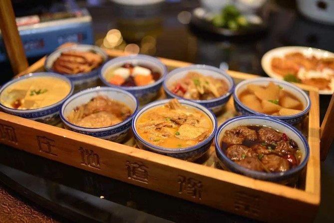 Zhengzhou Erqi Square and Night Markets Private Tour including Dinner