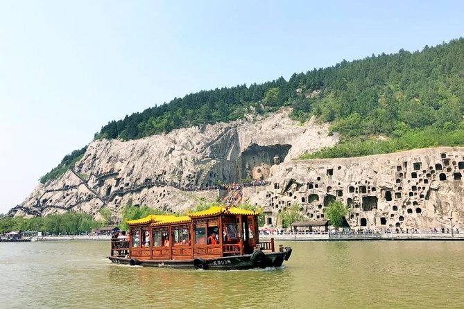 Luoyang Private Day Tour: Longmen Grottoes and Ancient Culture Street with Boat Ride