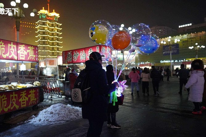 Zhengzhou By Night: Erqi Square and Market Tour photo 3