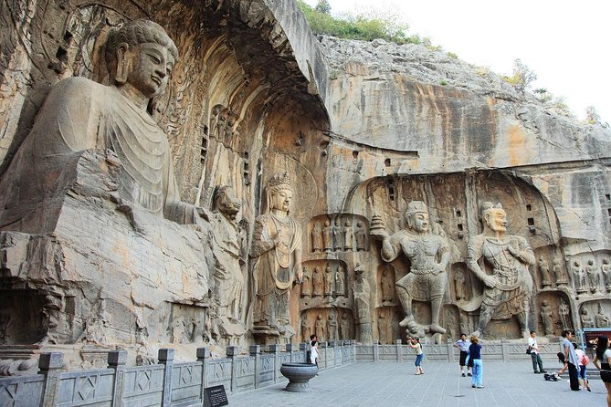 2-Day Zhengzhou Private Tour: Yellow River, Erqi Square, Shaolin Temple, Longmen Grottoes