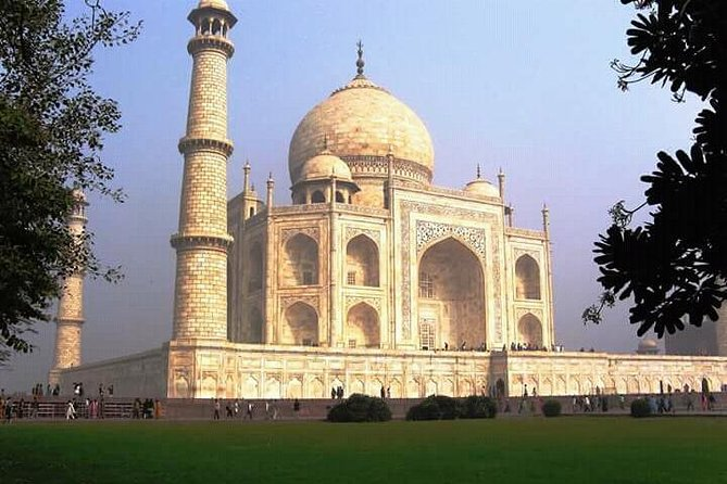 Taj Mahal Tour Including Lunch from Delhi By Car photo 9
