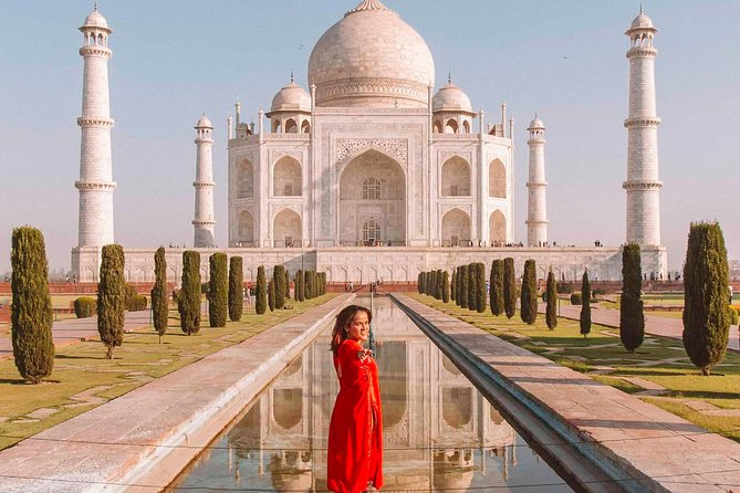 Proposal of a suitor for his beloved in the shade of Taj Mahal photo 5