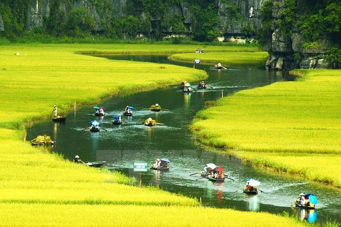 Luxury Day Tour Hoa Lu - Tam Coc: Cruise; Buffet lunch, Limousine; Small group photo 16