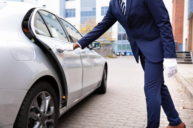 Bucharest Private Roundtrip Airport Transfer by Car