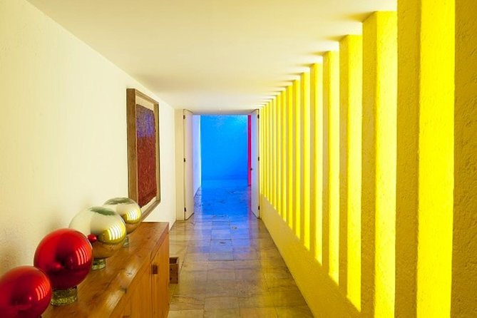 Tour two architecture Jewels in one day: Casa Luis Barragan & Casa Gilardi photo 3