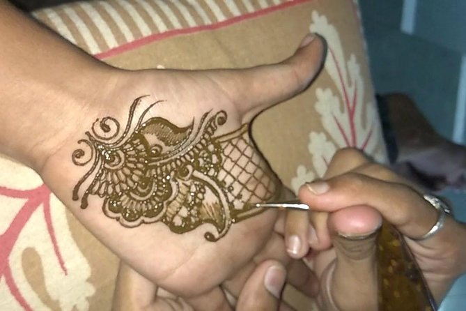 Henna application session with dinner photo 7