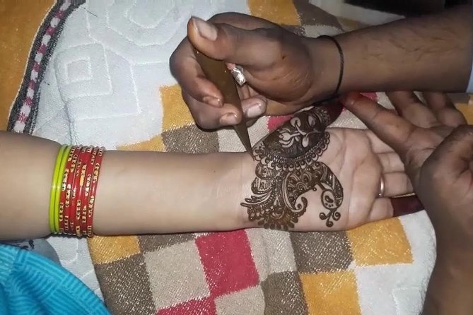 Henna application session with dinner photo 3