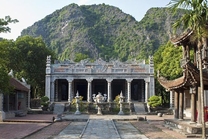 Luxury Day Tour Hoa Lu - Tam Coc: Cruise; Buffet lunch, Limousine; Small group photo 12