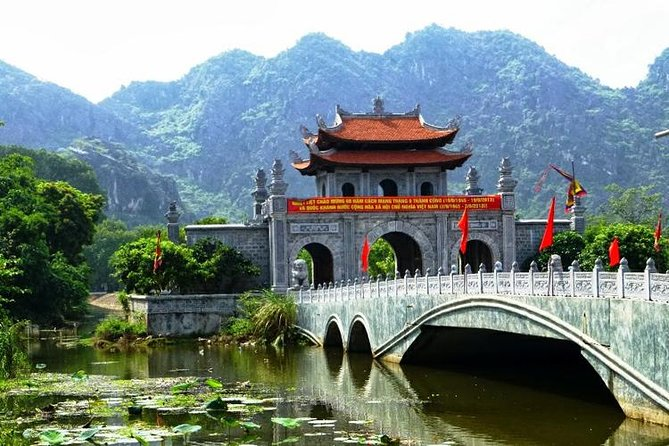 Luxury Day Tour Hoa Lu - Tam Coc: Cruise; Buffet lunch, Limousine; Small group photo 6