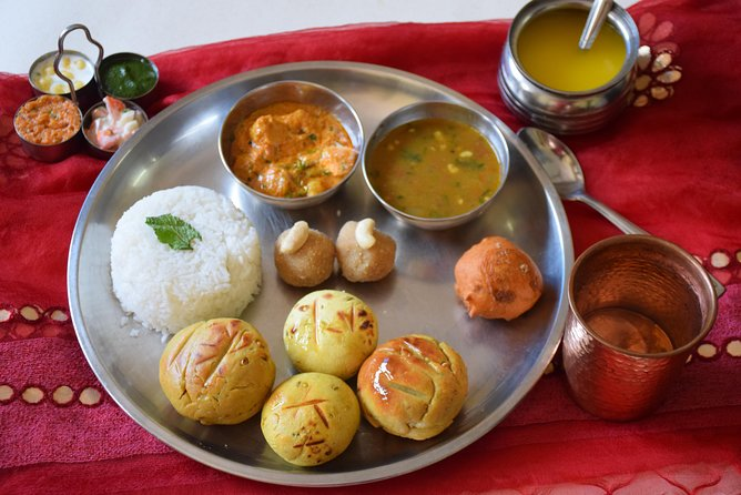 Cooking and Dining Experience with a Local in Mumbai