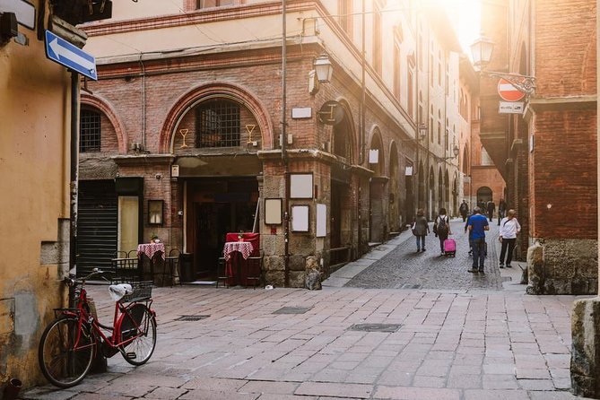 Bologna Food and Wine Walking Tour photo 7