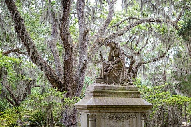 Wormsloe Plantation & Bonaventure Cemetery Tour from Savannah