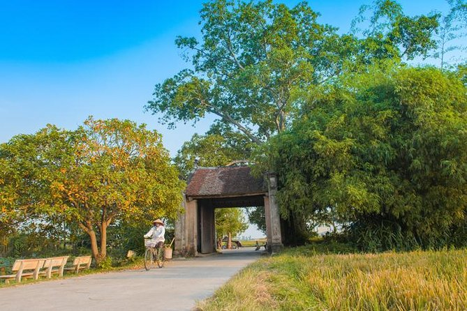 Duong Lam village private tour: Ancient houses, Tay Phuong pagoda, Van Phuc silk