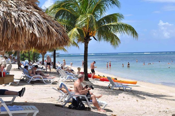 Sol y Mar Beach Resort - Day Pass