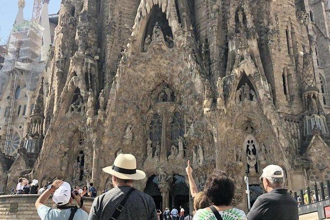 Barcelona Highlights Tour & Skip the Line: Sagrada Familia