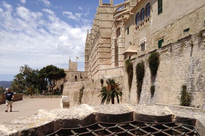 BAM - The Mystery of Gaudí