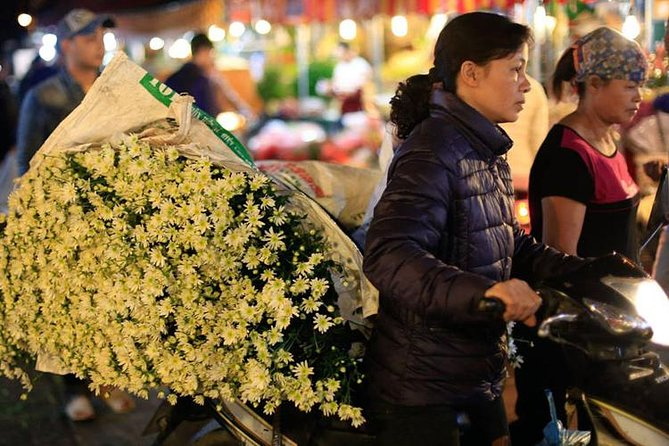 Early Morning Visit Hanoi' Quang Ba Flower Market (Private Tour)