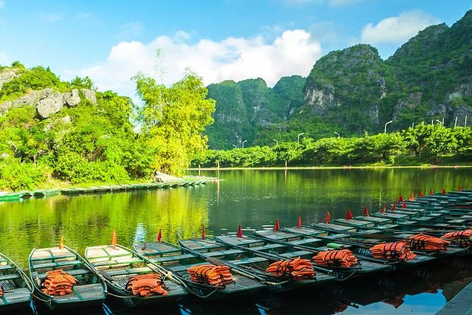 Luxury Day Tour Hoa Lu - Tam Coc: Cruise; Buffet lunch, Limousine; Small group photo 14