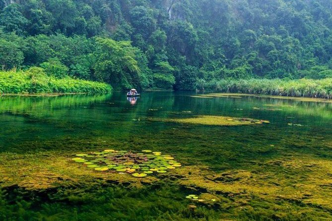 Luxury Day Tour Hoa Lu - Tam Coc: Cruise; Buffet lunch, Limousine; Small group photo 15